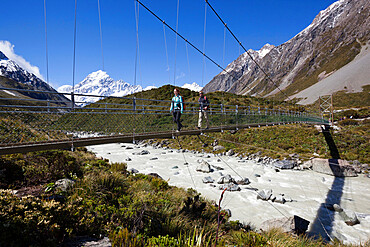 Swing bridge in Hooker Valley with Mount Cook, Mount Cook National Park, UNESCO World Heritage Site, Canterbury region, South Island, New Zealand, Pacific