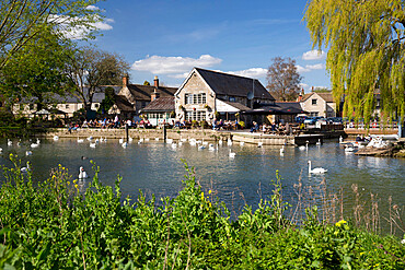 The Riverside Pub on the River Thames, Lechlade, Cotswolds, Gloucestershire, England, United Kingdom, Europe