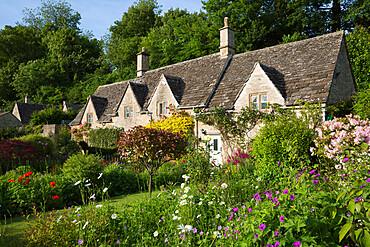 Cotswold cottages and summer garden, Bibury, Cotswolds, Gloucestershire, England, United Kingdom, Europe
