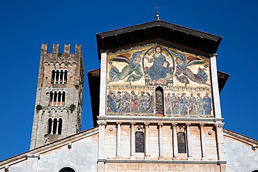 Thirteenth-century mosaic of The Ascension on the facade of San Frediano, Lucca, Tuscany, Italy, Europe