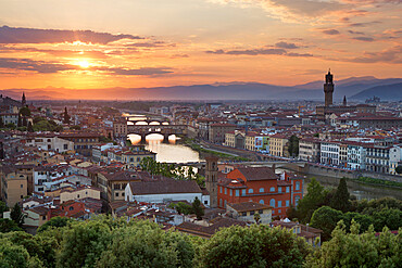Sunset view over Florence with the Ponte Vecchio and Palazzo Vecchio from Piazza Michelangelo, Florence, UNESCO World Heritage Site, Tuscany, Italy, Europe