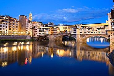 Ponte Vecchio and River Arno at dusk, Florence, UNESCO World Heritage Site, Tuscany, Italy, Europe