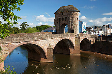 Monnow Bridge and Gate over the River Monnow, Monmouth, Monmouthshire, Wales, United Kingdom, Europe