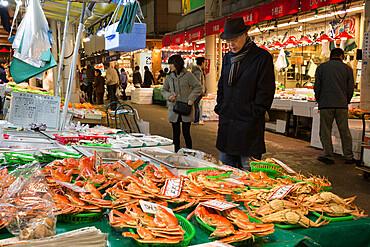 Local crab and seafood, Omicho Market, Kanazawa, Ishikawa Prefecture, Central Honshu, Japan, Asia