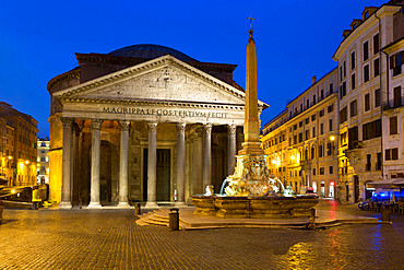 The Pantheon and Piazza della Rotonda at night, UNESCO World Heritage Site, Rome, Lazio, Italy, Europe