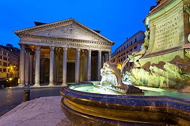 The Pantheon and fountain at night, UNESCO World Heritage Site, Piazza della Rotonda, Rome, Lazio, Italy, Europe