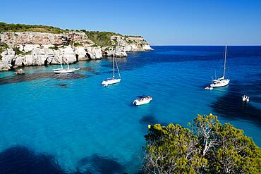 Yachts anchored in cove, Cala Macarella, near Cala Galdana, South West Coast, Menorca, Balearic Islands, Spain, Mediterranean, Europe