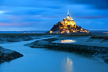 View along Couesnon to the Mont Saint-Michel from the Barrage at dusk, Mont Saint-Michel, UNESCO World Heritage Site, Normandy, France, Europe
