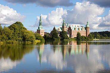 Frederiksborg Slot Castle built in the 17th century for King Christian 4th on Castle Lake, Hillerod, Zealand, Denmark, Scandinavia, Europe