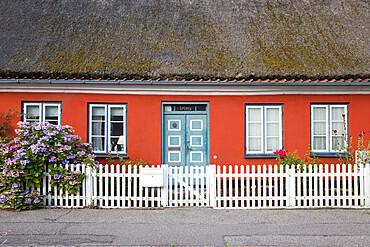 Typical thatched Danish cottage exterior, Helsingor, Zealand, Denmark, Scandinavia, Europe