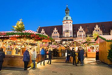 Christmas market in the Leipzig Market Place with the Old Town Hall Museum of City History, Marktplatz, Leipzig, Saxony, Germany, Europe