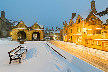 Market Hall and Cotswold houses on High Street in snow, Chipping Campden, Cotswolds, Gloucestershire, England, United Kingdom, Europe