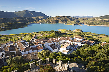 View of white village and turquoise coloured reservoir, Zahara de la Sierra, Sierra de Grazalema Natural Park, Andalucia, Spain, Europe