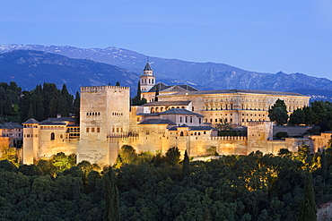 The Alhambra, UNESCO World Heritage Site, and Sierra Nevada mountains from Mirador de San Nicolas, Granada, Andalucia, Spain, Europe