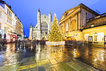 Christmas tree outside the Roman Baths and Bath Abbey, Bath, UNESCO World Heritage Site, Somerset, England, United Kingdom, Europe