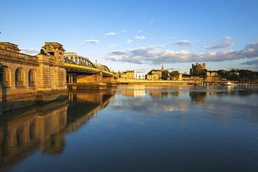 Rochester Bridge over the River Medway to the old town and Norman Castle, Rochester, Kent, England, United Kingdom, Europe