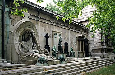 Tombs and memorials inside the Kerepesi Cemetery, Budapest, Hungary, Europe