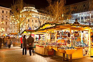 Christmas Market, Vorosmarty Square (Vorosmarty Ter), Budapest, Hungary, Europe