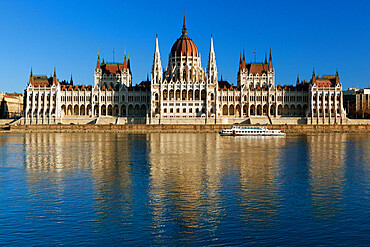 The Parliament (Orszaghaz) across River Danube at sunset, UNESCO World Heritage Site, Budapest, Hungary, Europe
