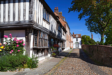 Cobbled street and old houses on Church Square, Rye, East Sussex, England, United Kingdom, Europe