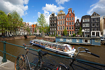 Herengracht with gabled houses and sightseeing boat, Amsterdam, North Holland, Netherlands, Europe