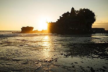 Sunset at Tanah Lot Temple, Bali, Indonesia, Southeast Asia, Asia