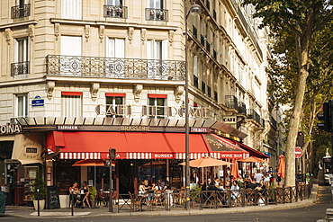 Exterior of Cafe Le Dome Brasserie, Paris, Ile-de-France, France, Europe