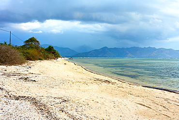 Beach in Gili Air with Lombok in background, Indonesia, Southeast Asia, Asia