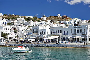 Harbourside, Mykonos Town (Chora), Mykonos, Cyclades, Greek Islands, Greece, Europe