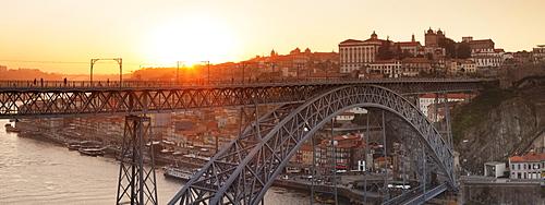 Ponte Dom Luis I Bridge at sunset, Ribeira District, UNESCO World Heritage Site, Porto (Oporto), Portugal, Europe