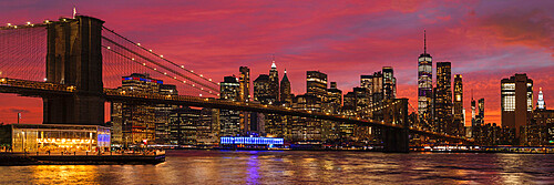 Skyline of Downtown Manhattan with One World Trade Center and Brooklyn Bridge, New York City, New York, United States of America, North America