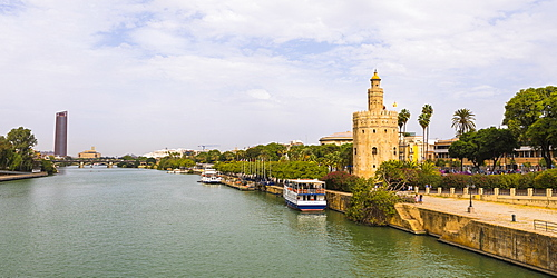Torre del Oro (Gold Tower) and river Rio Guadalquivir, Seville, Andalusia, Spain, Europe