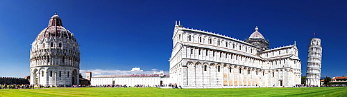 Panorama of Piazza dei Miracoli containing the Leaning Tower of Pisa, the Cathedral (Duomo) and Baptistery, UNESCO World Heritage Site, Pisa, Tuscany, Italy, Europe
