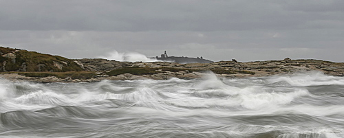 Pond Island Lighthouse in front of stormy ocean, Maine, New England, United States of America, North America