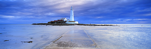 St. Mary's Lighthouse and St. Mary's Island in stormy weather, near Whitley Bay, Tyne and Wear, England, United Kingdom, Europe