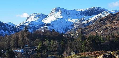 Langdale Pikes, Elterwater Village, Langdale Valley, Lake District National Park, UNESCO World Heritage Site, Cumbria, England, United Kingdom, Europe