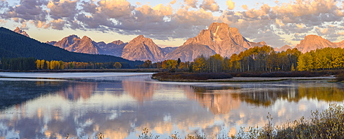 Mount Moran and Teton Range from Oxbow Bend, Snake River at dawn, Grand Tetons National Park, Wyoming, United States of America, North America