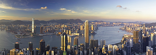 Skyline of Hong Kong Island and Kowloon from Victoria Peak, Hong Kong Island, Hong Kong, China, Asia