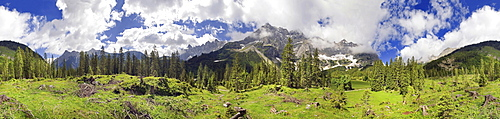 360 ° mountain panorama with unuasual cloud formation, mountain forest and maple trees, Kleiner Ahornboden, Karwendel, Tyrol, Austria, Europe