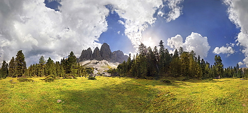 360 ° panoramic view on Adolf-Munkel-Weg trail, Geisler massif, Villnoesstal valley, Geisler group, Dolomites, province of Bolzano-Bozen, Italy, Europe