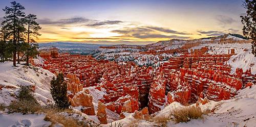 Amphitheatre at sunrise, snow-covered bizarre rocky landscape with Hoodoos in winter, Rim Trail, Bryce Canyon National Park, Utah, USA, North America