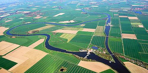 Wellier river bend of the Weser with weir Landesbergen, agricultural landscape, Lower Saxony, Germany, Europe
