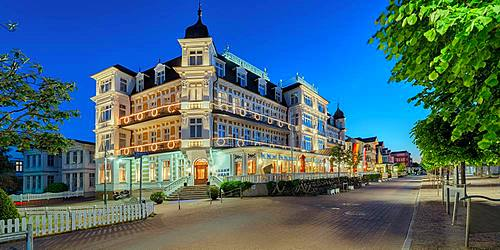Hotel Ahlbecker Hof at dusk, spa architecture, seaside spa Ahlbeck, Usedom, Baltic Sea coast, Mecklenburg-Western Pomerania, Germany, Europe