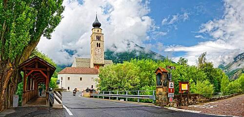 Parish church St. Pankraz with old Etsch wooden bridge, Glurns, Glorenza, South Tyrol, Trentino-Alto Adige, Italy, Europe