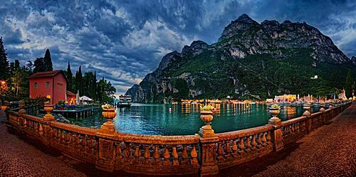 Promenade of Riva del Garda in the north of Lake Garda, Riva del Garda, Trento, Trentino-Alto Adige, Italy, Europe