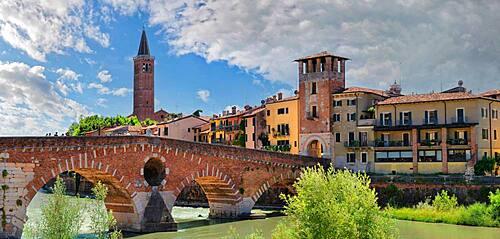 River Adige with the stone bridge Ponte Pietra, Verona, Veneto, Italy, Europe