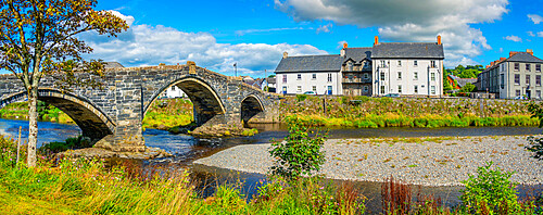 View of Pont Fawr (Inigo Jones Bridge) over Conwy River and riverside houses, Llanrwst, Clwyd, Snowdonia, North Wales, United Kingdom, Europe