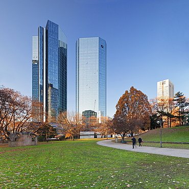Taunusanlage Park with Deutsche Bank and Opernturm skyscraper, Frankfurt, Hesse, Germany, Europe