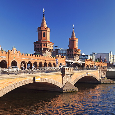 Oberbaum Bridge between Kreuzberg and Friedrichshain, Spree River, Berlin, Germany, Europe