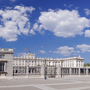 Royal Palace (Palacio Real), Plaza de la Armeria, Madrid, Spain, Europe